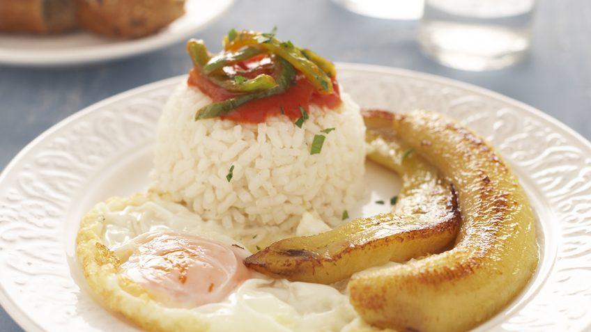 Receta original de arroz a la cubana con sala de tomate for Arroz blanco cocina al natural