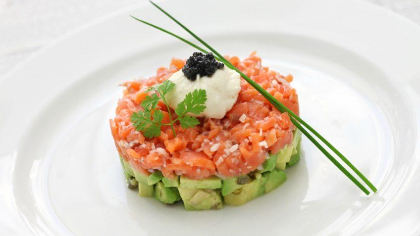 receta-tartar-salmon-aguacate